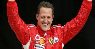 Elképesztő fordulat: Schumacher magánál van!