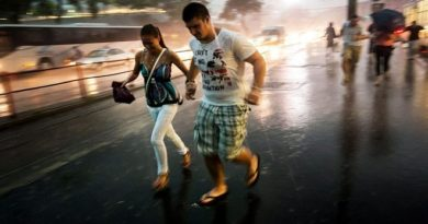 Országos riasztást adtak ki: durva vihar csap le