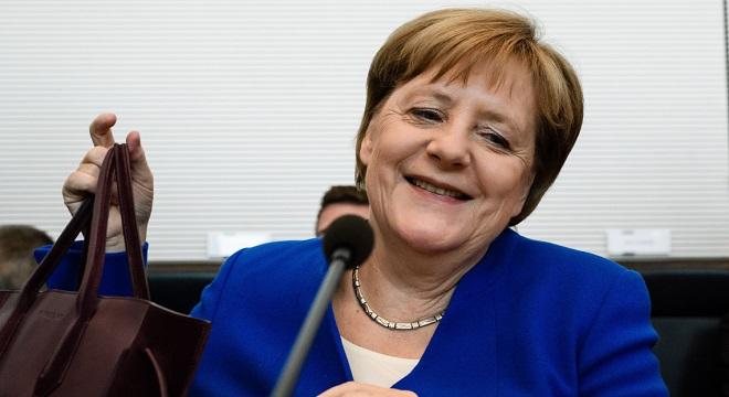 Szavaznak ma a németek –  szorossá is válhat a verseny